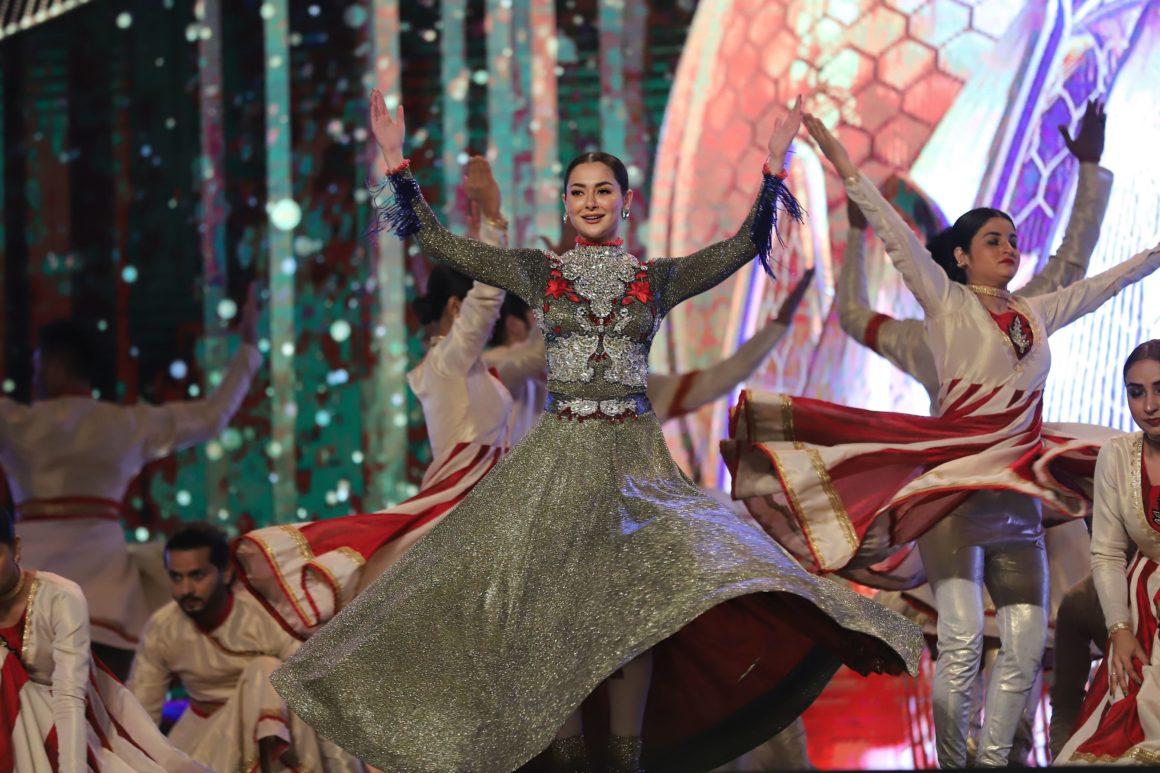 Hania Amir Performance (2)
